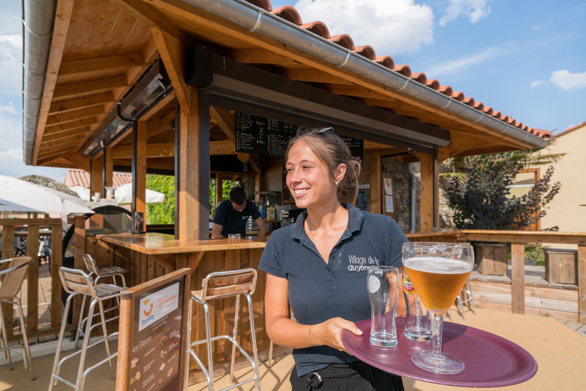 Recrutement: Barman F/H chez Camping Village de la Guyonnière à Saint-Julien-des-Landes