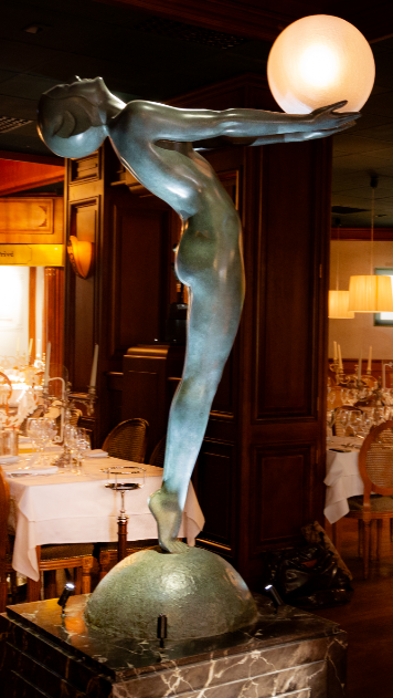 Statue Clarte de Max Le Verrier aux Grands buffets